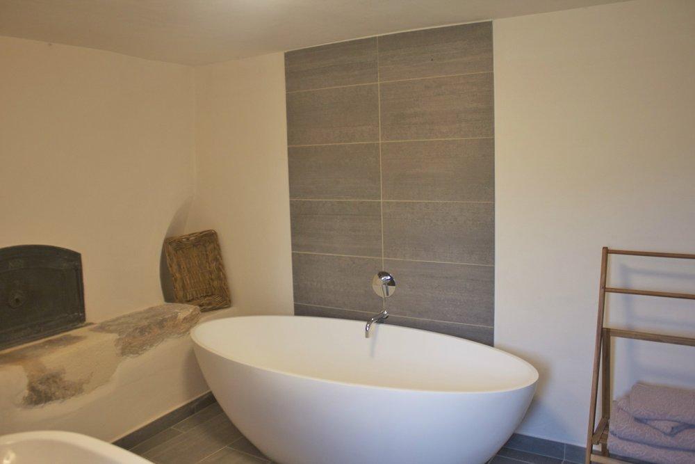 12. Lauzerte bathroom/wet room.