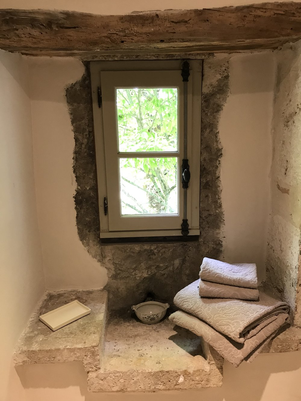 The old stone sink in Montaigu shower room. There is a new one too to use!