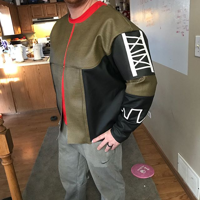First fitting of @rascal1350's #cayde6 jacket for our #C2E2 #destiny #cosplay group! 🙃 So much topstitching!! I have a full lining cut with zippered pocket that will hopefully get out in tomorrow!!