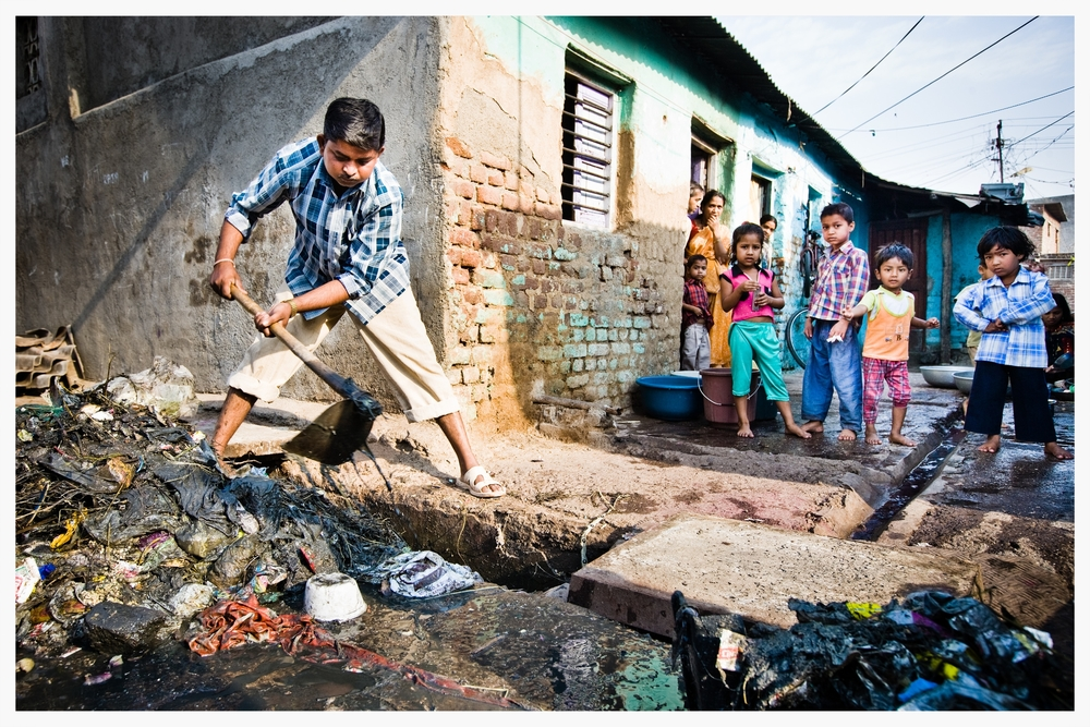 Road sweeper, Indian Dalits, Being Untouchable. Photo: © Marcus Perkins