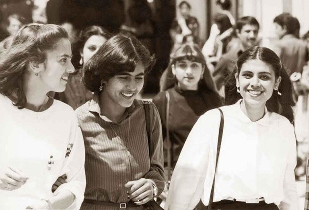 Female students at the Polytechnical University in Kabul, Afghanistan in the mid 1970s (image.glamourdaze.com)