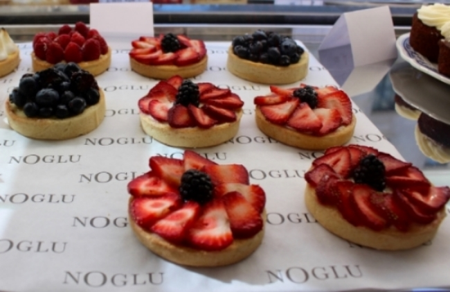 Gluten-Free Strawberry and Blueberry Tarts from NoGlu