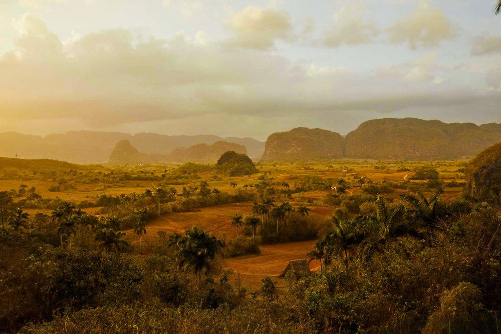 cuban_countryside_viñales_views_mogotes_nature.jpg