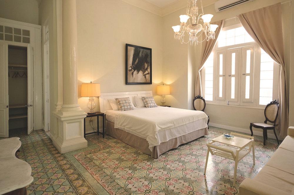 La_reserva_suite_bedroom_1.jpg