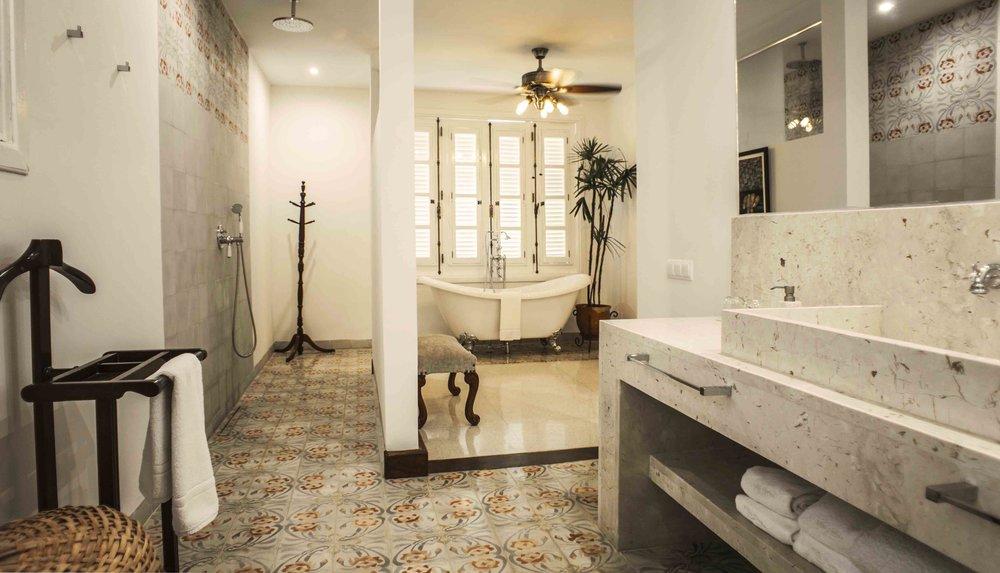 villa_flora_bathroom_2.jpg
