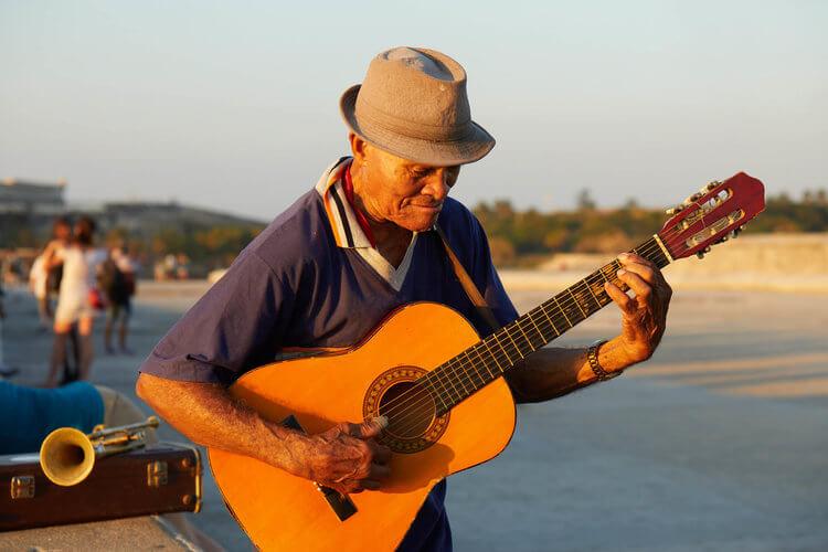 el_malecon_guitar_player_havana_cuba.jpg