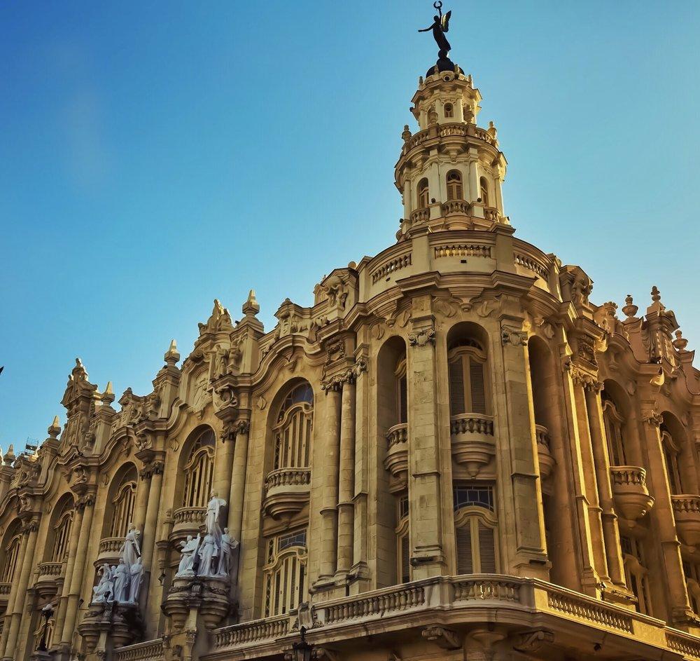 Gran_Teatro_tower_Havana_Cuba.jpg