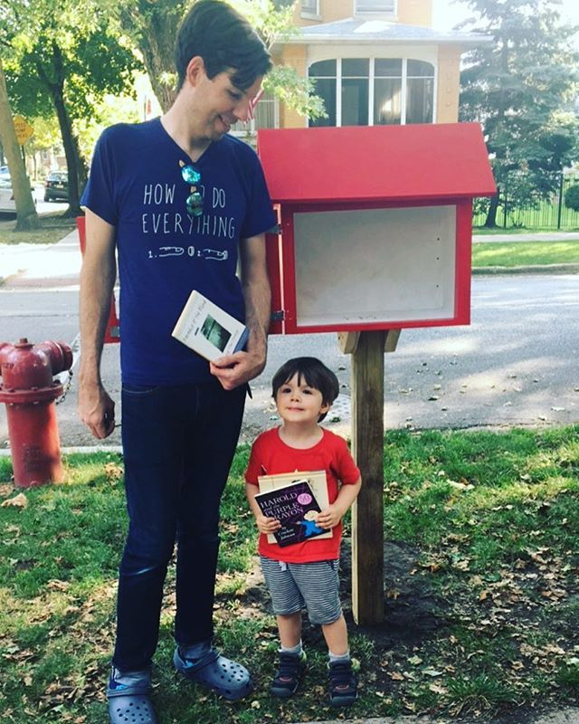 This kiddo is ready to supply our newest library with some of his favorite books! #edgewaterreads #everybodyreads #chicagoreads #takeabookleaveabook #littlefreelibrary