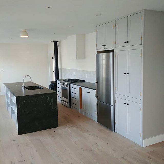 So pleased to see second floor @60munjoystportland ready for owners to move in!  Casework by @jamienst.pierre . . . . . . .  #customhome#restoration #construction #mainemodern #mainehome #residentialarchitecture #carpentry #customwork #interiordesign #custombuilding#kitchen #portlandmaine #design #custom #modern #architecture #minimalism #customwork #handbuilt  #interiors #craft