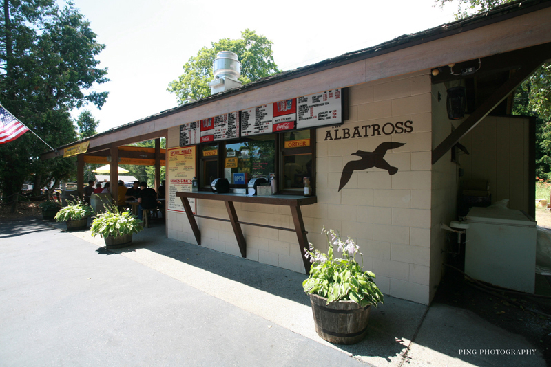 Albatross_drive_in_restaurant.jpg