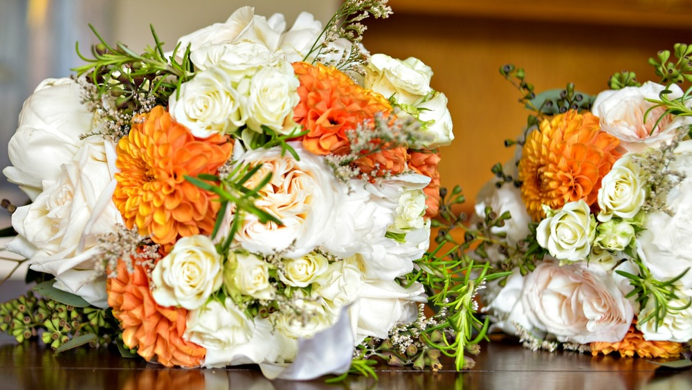 white-peony-orange-dahlia-bouquet.jpg