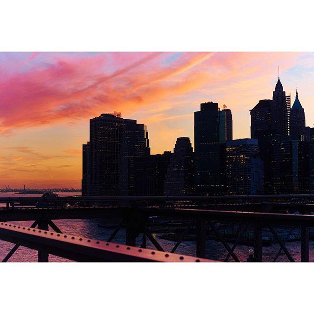 "Landscape Serie - Brooklyn Bridge.⠀ ""He who has overcome his fears will be truly free"" - Aristoteles.⠀ - - - ⠀ ""El que ha superado sus miedos será verdaderamente libre"" - Aristóteles.⠀ #sunset #picoftheday #colorful #art #ramossolis"