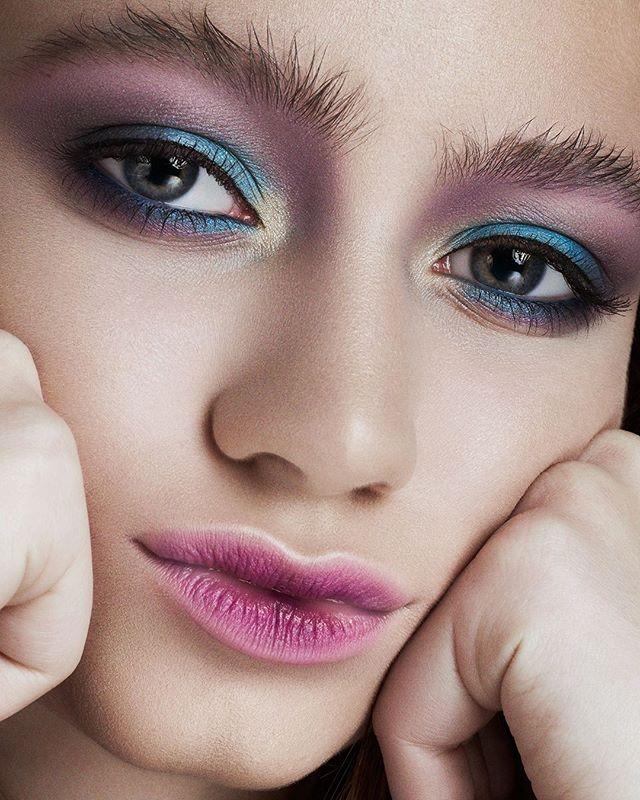 Think, believe, dream and dare!⠀ Piensa, crea, sueña y atrévete!⠀ - - -⠀ Shot with @makeuppronewyork #beauty #colorful #fashion #teen #ramossolis
