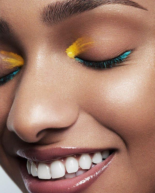 """""""The smile costs less than electricity and gives more light"""" _Scottish Proverb.⠀ """"La sonrisa cuesta menos que la electricidad y da más luz"""" _Proverbio escocés.⠀ - - -⠀ Shot with @@makeuppronewyork⠀ #smile #photooftheday #chocolate #makeup #ramossolis"""