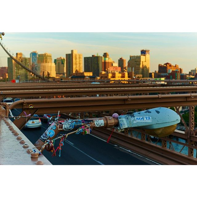 Landscape Serie - Brooklyn Bridge.⠀⠀ No more room at the Bridge, no problem. ⠀ #nyc #landscape #street #photooftheday #ramossolis