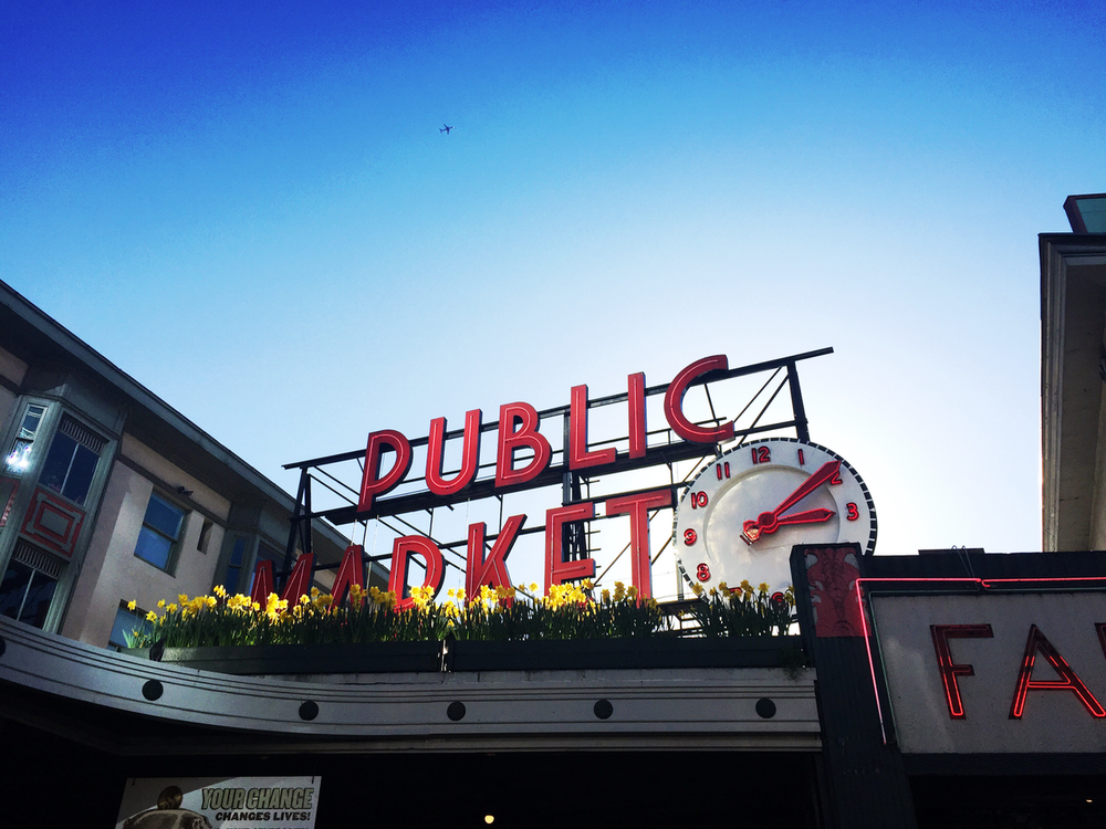 The iconic Pike Place Market sign