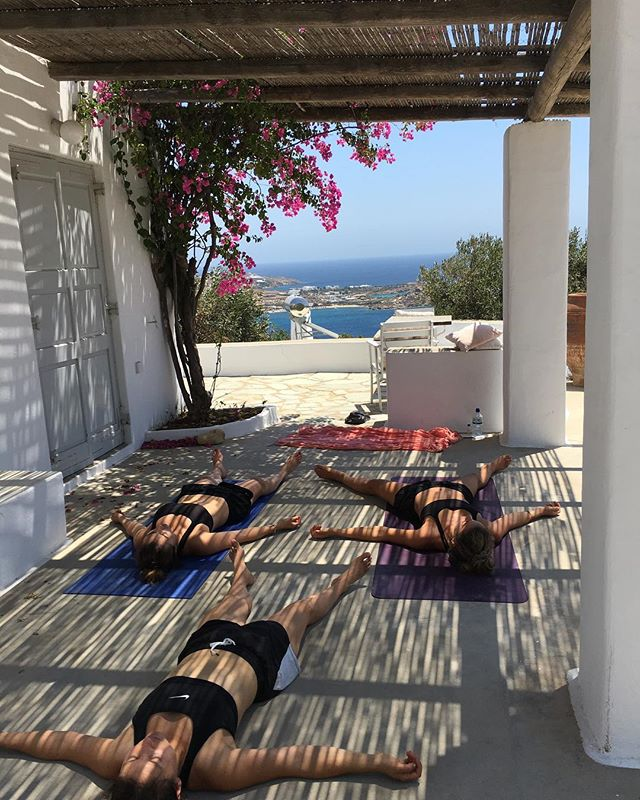 I may be a bit rusty but absolutely loved teaching yoga to these beauties in the lead up to @katarinarayburnyoga & @julianvangils wedding. Finished with a bit of yoganidra even if I did forget the head massage! 💆🏻‍♀️ 💦☀️💕🌺 Greece I've missed you!  #katandjules2018 @anoula.rayburn @natisafitzpatrick