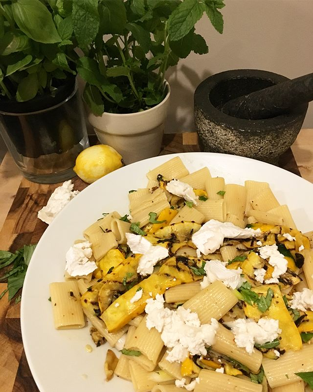 Simple summer rigatoni with chargrilled yellow courgette, goats cheese, lemon, mint & basil 🌿 ☀️