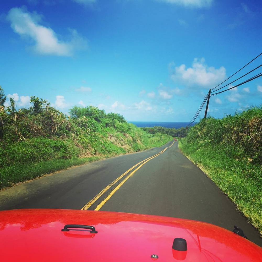 A L O H A F R I D A Y Where is the weekend taking you? It's a beautiful day to wander around on Hana Highway. #ther2h #roadtohana #maui #alohafriday #roadtrip #jeepwrangler (at Road to Hana)