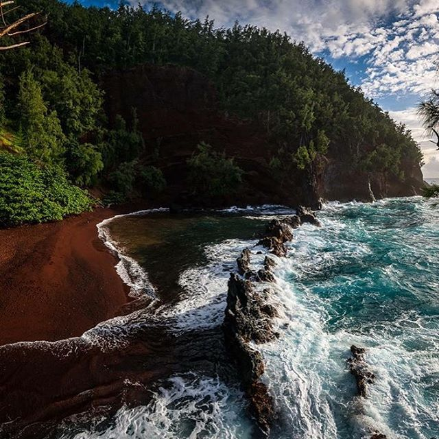 No need for a long caption here. Beautiful. Breathtaking. Thank you @jtnimagery for sharing your amazing shot of red sand beach with us. Glad you had an unforgettable experience. #ther2h #roadtohana #maui #hawaii #adventuretravel #honeymoon #redsandbeach #nofilter