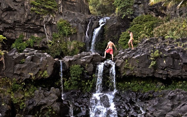 Wanna get lost in the rainforest with hidden waterfalls and ancient forms of lava? We thought so… The Road to Hana on Maui