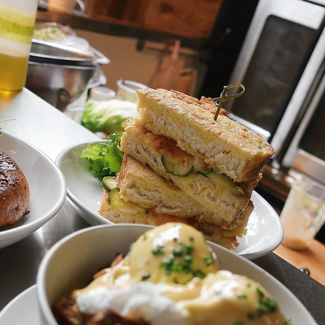 I was trying to take a photo of a poutine for #poutineweekyyj but my camera had other ideas... Egg dipped grilled cheese w/ chipotle, pickles & white cheddar (pro tip: add bacon) 🤤🤤 NQ Brunch, weekends 10-2 // @benjispubquiz Matinee Quiz tomorrow from 2:30 🤓