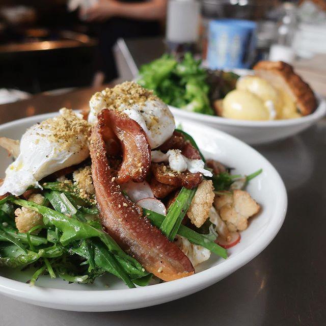 On weekends, we brunch . 📷: Breakfast Salad w/ kale, brassica, kohlrabi, bacon, crispy potatoes, poached eggs, miso, pumpkin seeds