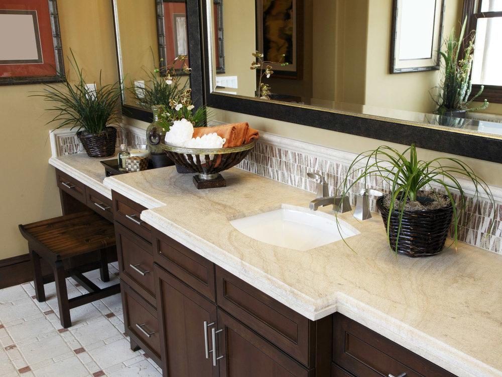 AC & R CONSTRUCTION: BATHROOMS