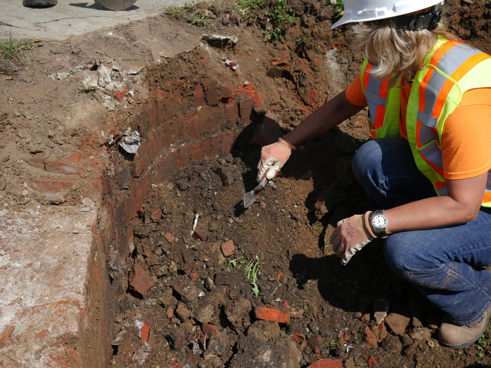Hanks Haacke,  Digging (Archaeology of the Vacant Lot)