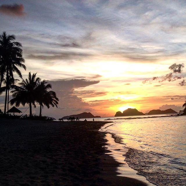 #elnido #helloelnido #lascabañas #marimegmeg #beach #sunset #serene #wanderlust #travel #natgeo #lastfrontier #travelpg #philippines #palawan 🇵🇭