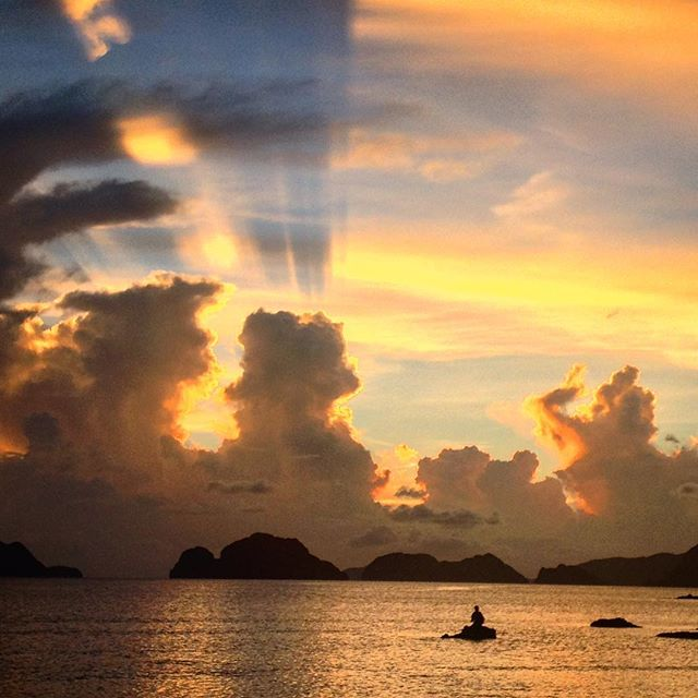 #elnido #elnido #bookwithus #palawan #philippines 🇵🇭🐬🐠🌴 #sunset #wanderlust #seamlesstravel #lastfrontier