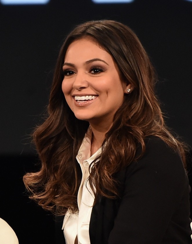 Bethany-Mota--2016-MAKERS-Conference--04-662x839.jpg