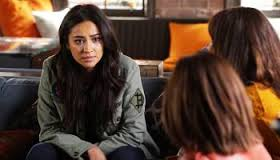 Emily,Spencer, and aria talking in the café.