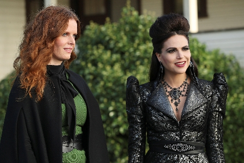 In Photo: Zelena (Rebecca Mader) and The Evil Queen (Lana Parilla)