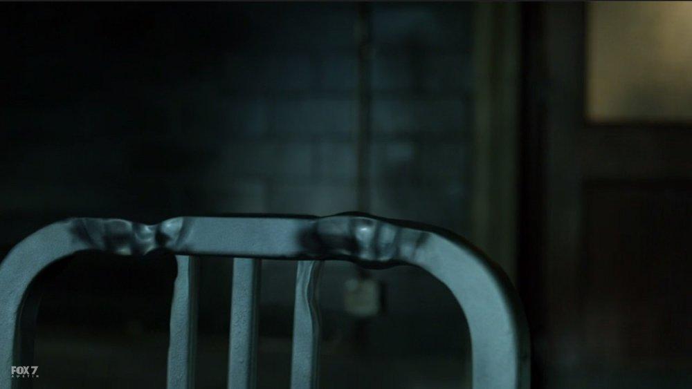 gotham-s3-ep6-barnes-chair-3.jpg