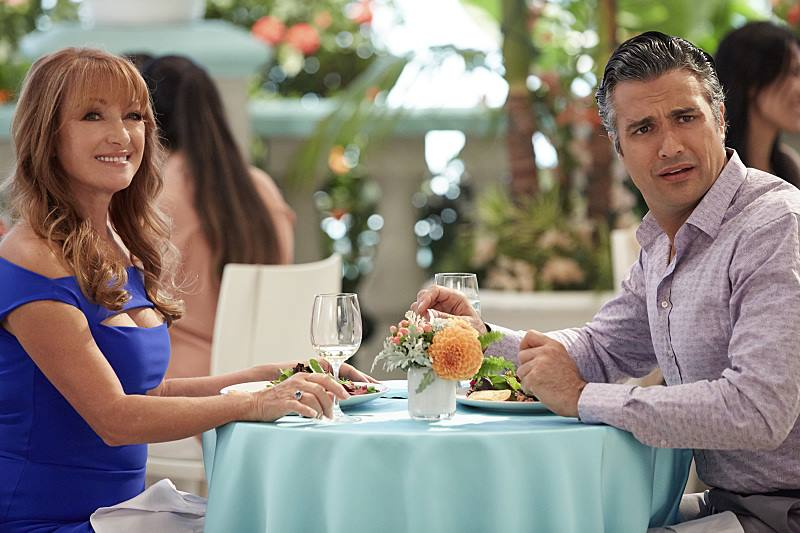 Amanda Elaine sets her sights on Rafael, much to Rogelio's surpise.