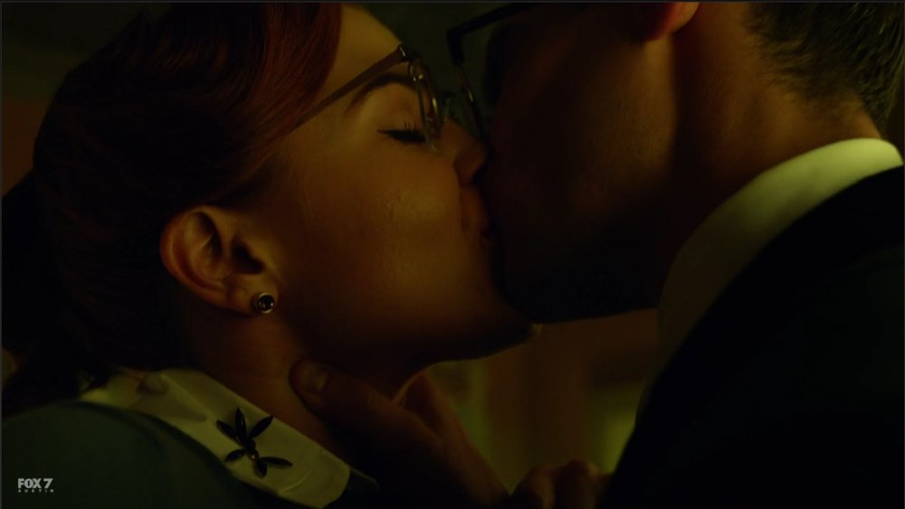 gotham-s3-ep8-the-kiss.jpg