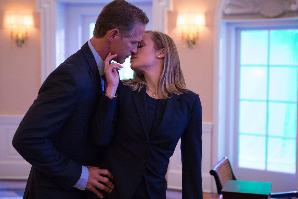 Anna and The President is having an affair.