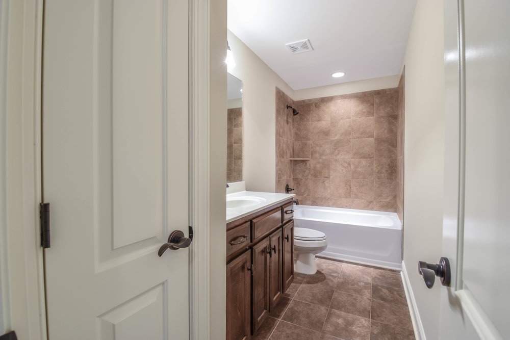 34. Bathroom 3.jpg