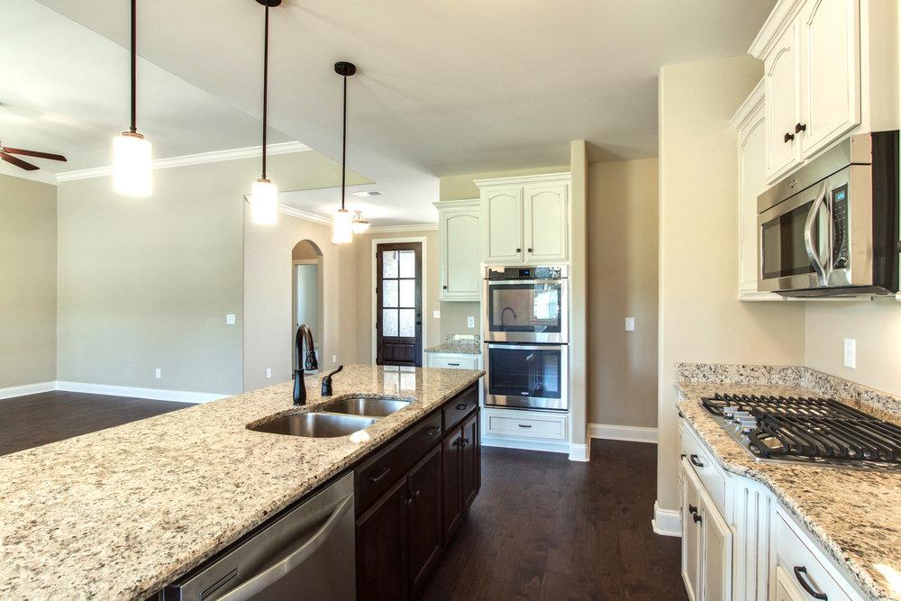 Windsor.9.kitchen.jpg