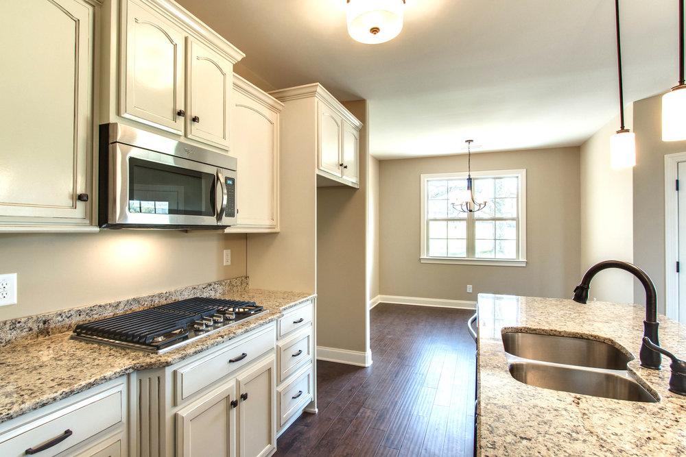 Windsor.10.kitchen.jpg