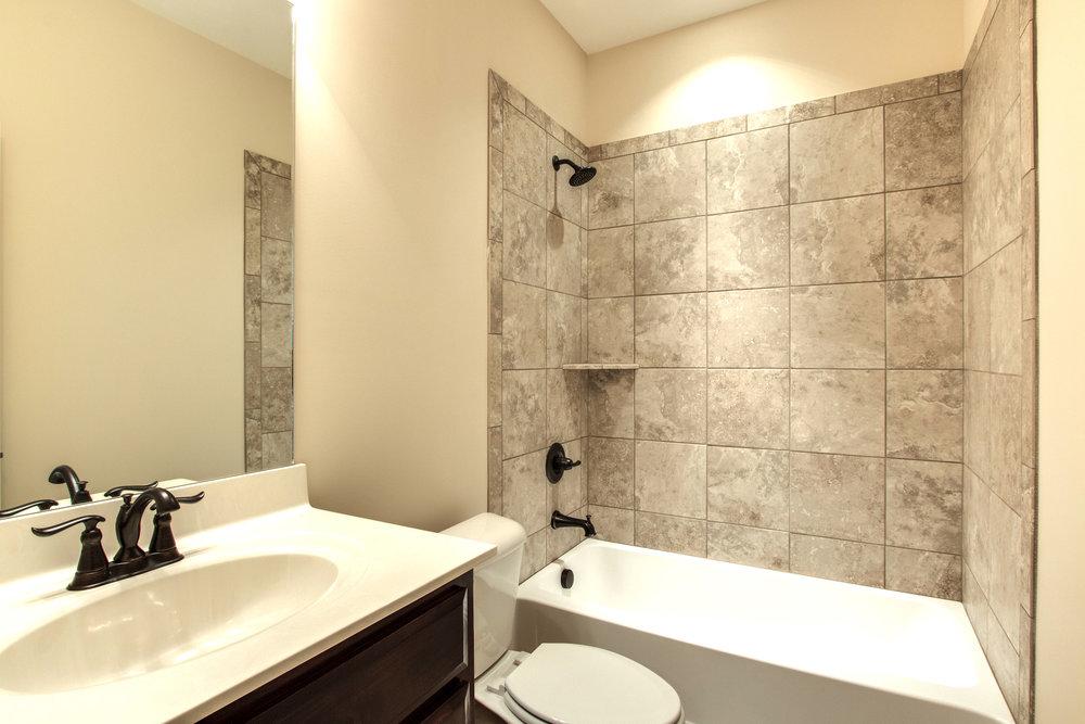 Windsor.20.Bath2.jpg