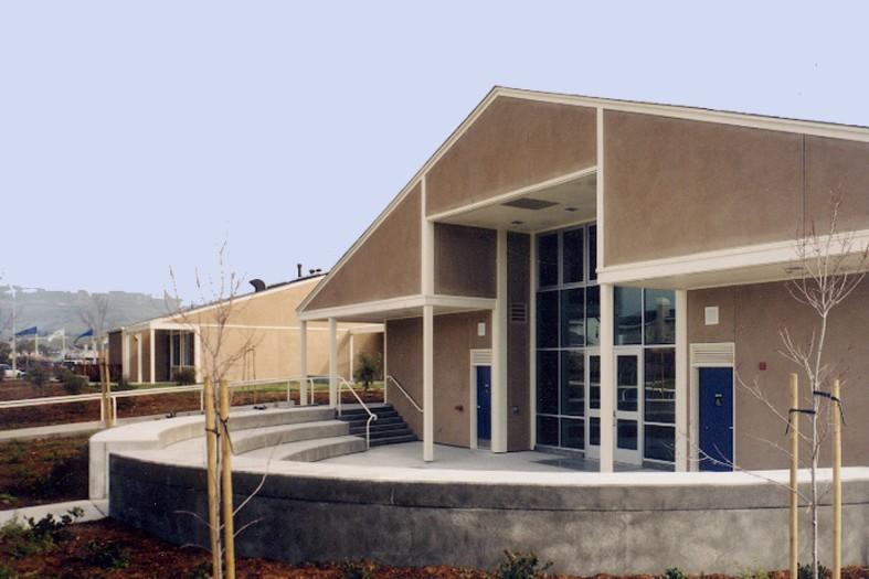 Meadow_exterior_facade_03.jpg