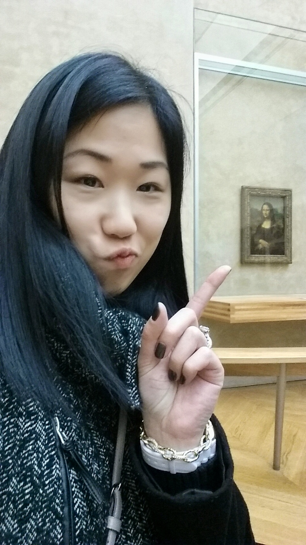 Who? That? Oh, that's just ma gurl, Mona.