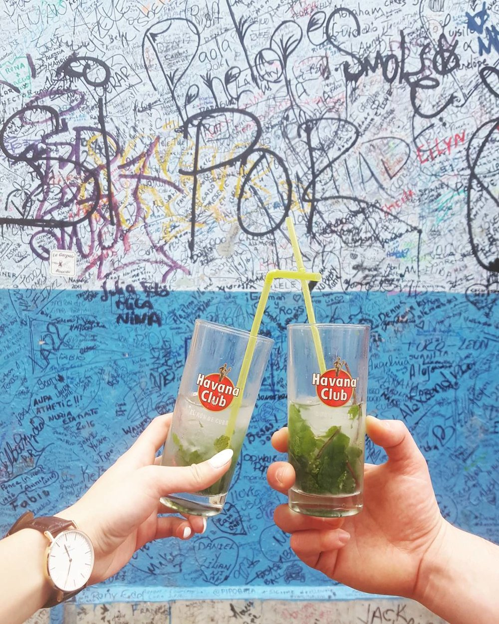 Cheers! Ernest Hemingway, the legendary writer, enjoyed afternoon mojitos on the reg at his go-to bar, La Bodeguita del Medio. If it was good enough for him, then it's good enough for us! The inside, and now outside walls too, are covered in graffiti by people who visit from all around the globe 🌎