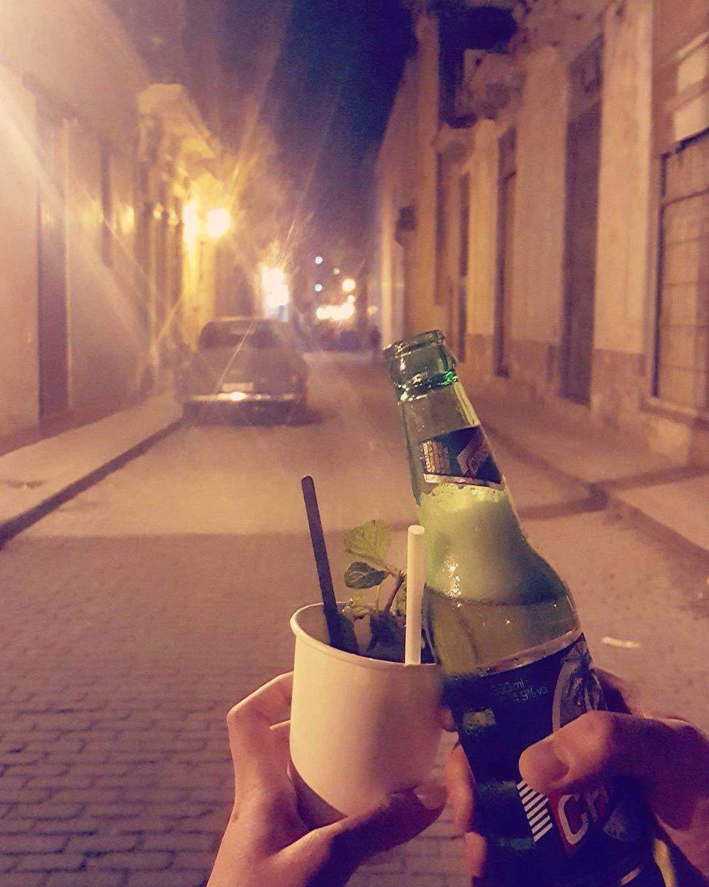 Cervesas and mojitos-to-go en route to La Plaza de San Francisco.
