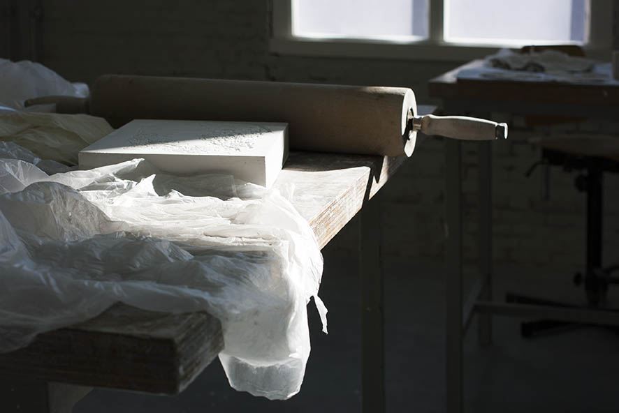 Trabajando con cosas sencillas: rodillo y un bloque de yeso.