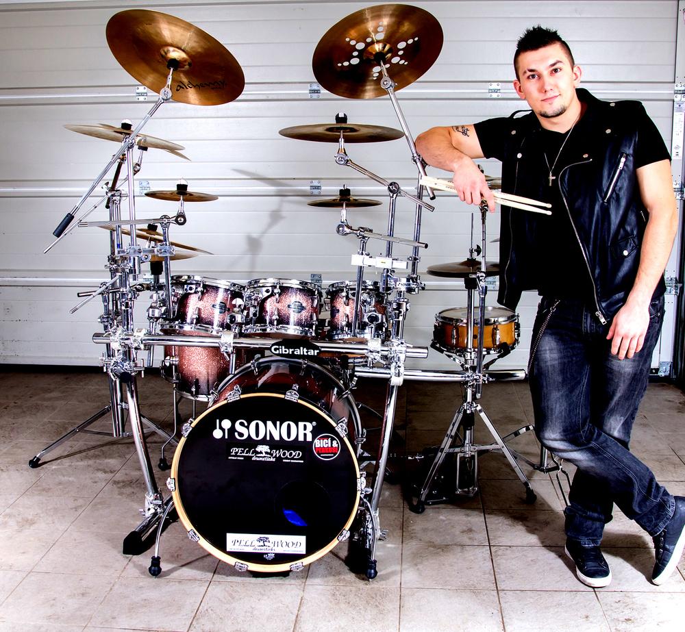 Mika Ronos (Czech)
