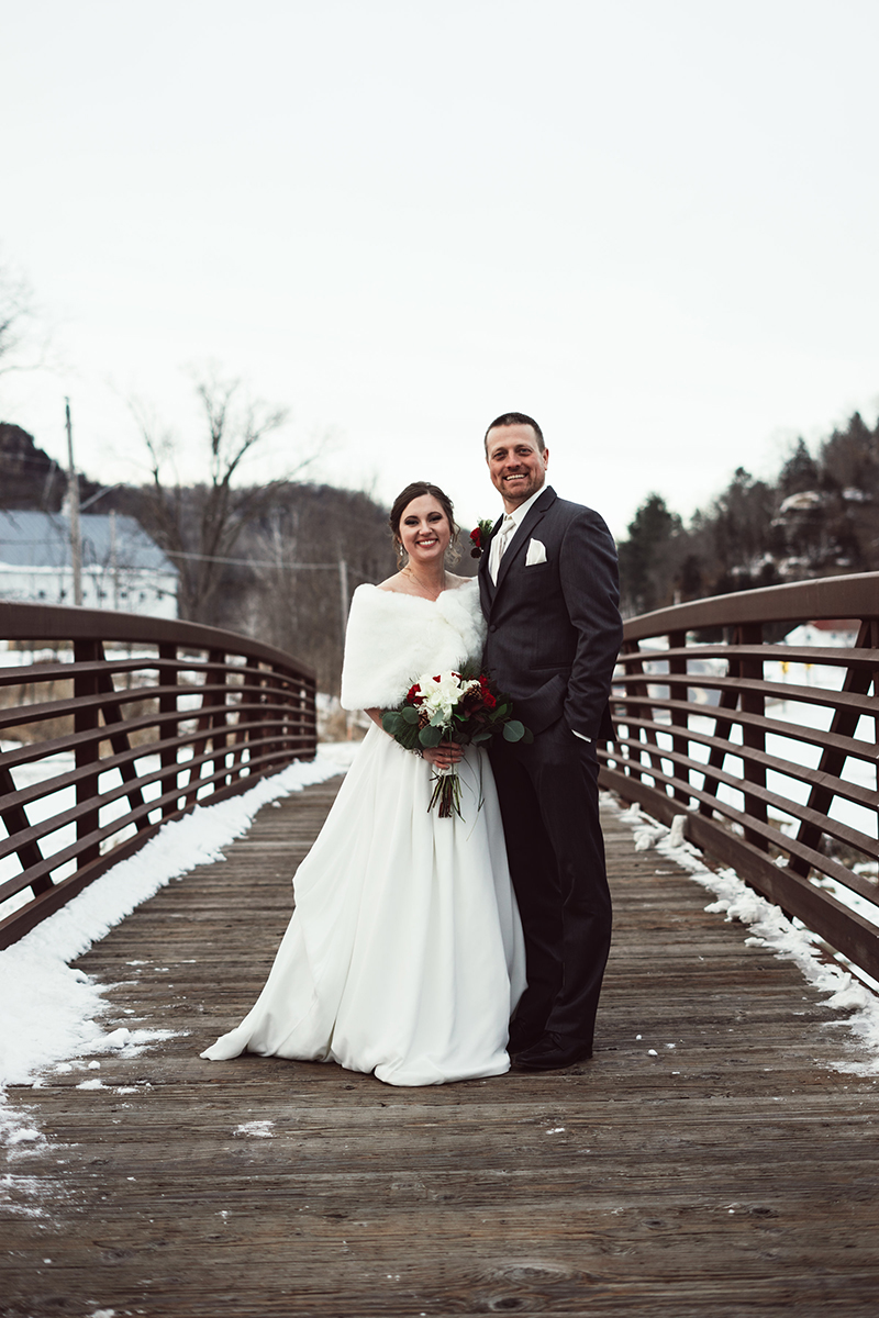 winter-wisconsin-wedding-westby-alyssa-smolen-photography (15).jpg