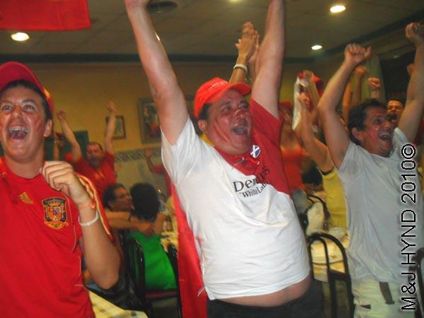 spain valverde wear Spanish footbal colours everybodys cheer on their fe